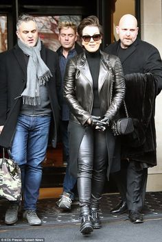 Kris Jenner channels The Matrix in head-to-toe leather ensemble Estilo Kris Jenner, Kendall Jenner, Kris Jenner Style, Kourtney Kardashian, Kardashian Style, Kardashian Jenner, Good Looking Women, Winter Looks, Leather Fashion
