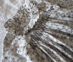 Smocks noir Ebène, Liberty Mitsi gris taupé Heirloom Sewing, Liberty Print, Baby Dress, Smocking, Taupe, Couture, Girls, Clothing, Handmade