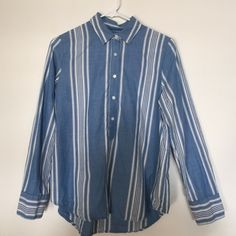 Madewell Market Popover in Hammock Stripe Very lightly worn.  Size tag is missing but no damage- see photo. Shirt is an M. Perfect for any season. Madewell Tops Button Down Shirts