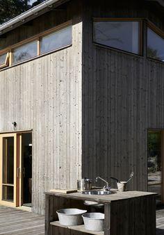 Wood Facade, Wood Cladding, Exterior Cladding, Architectural Digest, Bungalow Exterior, Cabin Interiors, Cabin Design, Interior Photography, Mid Century Modern Design