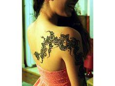 40 superbes tatouages féminin sur épaule.
