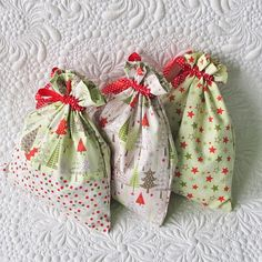 Drawstring bag tutorial /Geta's Quilting Studio Fabrics from Riley Blake Designs #iloverileyblake #rileyblakedesigns
