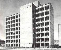 Vista a la calle, Maternidad del hospital en Cuidad Tlatelolco, ISSSTE, Prologacion Lerdo en la esquina de 5 de Mayo Manuel González, Tlatelolco, México DF 1964 Arq. Enrique Yáñez - View Street, City Maternity Hospital (ISSSTE) in Tlatelolco, Mexico City 1964
