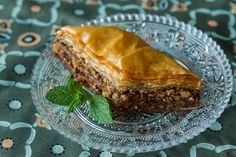 Traditional Greek baklava recipe by Greek Akis Petretzikis. A rich, buttery sweet pastry with nuts and syrup between layers and layers of super crunchy phyllo! Greek Sweets, Greek Desserts, Greek Recipes, Confectionery Recipe, Mediterranean Desserts, Greek Baklava, Baklava Recipe, Homemade Syrup, Fusion Food