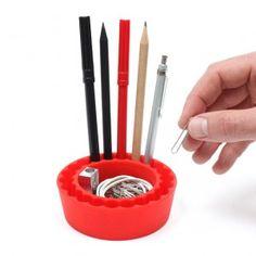 "Portalápices ""PenPal"" (Rojo) / Pen Holder Red ""PenPal"" · Tienda de Regalos originales UniversOriginal Toothbrush Holder, Gadgets, The Originals, Shopping, Original Gifts, Red, Objects, Tent, Gadget"
