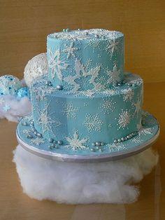 Blue Snowflake Cake by Laura Milholland Snowflake Party, Snowflake Cake, Pretty Cakes, Beautiful Cakes, Amazing Cakes, Elsa Birthday Cake, Frozen Birthday Party, Disney Diy, Disney Frozen