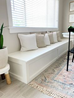 How to Build a Banquette Dining Bench - Lemon and Bloom - ImPane Built In Dining Room Seating, Kitchen Nook Bench, Banquette Dining, Dining Room Bench Seating, Dining Room Storage, Kitchen Seating, Wall Seating, Built In Bench, Dining Nook
