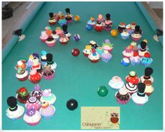 """Cupcakes como Souvenirs para fiesta de 15 años tematica """"Charlie y la fabrica de chocolates"""""""