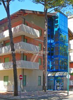 Villa Elena, Lignano Sabbiadoro, Itálie, písečná pláž, plážový servis, blízko pláže, v centru, parkoviště, wifi, výtah, vhodné pro rodiny s dětmi, letní dovolená, dovolená u moře, trezor, mikrovlnná trouba, klimatizace, TV, společná prádelna, mono, bilo, trilo, Benátská riviéra, severní Jadran, rodinná dovolená, dovolená v Itálii.