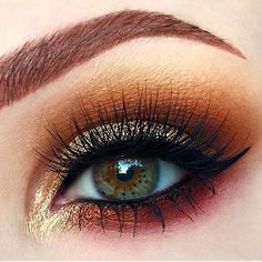 used @litcosmetics #glitter in Beach Baby (#LitBeachBabyPerfectSparkle) for sandy gold reflects on this expertly sculpted eye! Gorgeous!