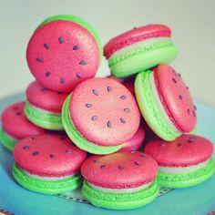 Watermelon decorated macarons les #macarons version pastèque de Decore Festa ! #lafourmicreative