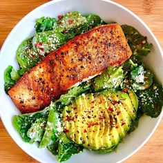 Healthy recipes on salmon caeser salad by sara haven sara haven what you see baby kale tossed in caesar dressing seared crispy salmon my favorite healthy chicken alfredo paleo dairy free Healthy Recipes, Healthy Meal Prep, Healthy Snacks, Healthy Eating, Keto Recipes, Easy Recipes, Sausage Recipes, Healthy Delicious Recipes, Healthy Lunch Wraps