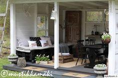 kesäkeittiö,pihatalo,piha,puutarha,daybed,päiväpeti,kuljetuslava,kuljetuslavat,maalaisromanttinen,maalaisromanttinen sisustus,eläintyyny