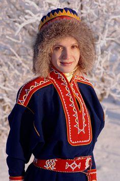 A Sami woman wearing a replica of traditional Kola Peninsula Sami dress. Kola Peninsula, Hat Day, Native Style, Reno, Folk Costume, Keep Warm, Costumes For Women, Traditional Outfits, Hats For Women