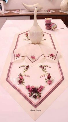 This Pin was discovered by Bah Ribbon Embroidery Tutorial, Ribbon Flower Tutorial, Silk Ribbon Embroidery, Hand Embroidery Designs, Embroidery Stitches, Embroidery Patterns, Brazilian Embroidery, Ribbon Art, Crafts