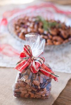 Vanilla Mixed Nuts with Cranberries Recipe. A great holiday treat or edible gift |Betsylife.com #12bloggers