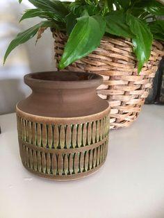 Tomas Anagrius/vase/signed/studio pottery/Sweden/scandinavian modern by WifinpoofVintage on Etsy Green Basket, Scandinavian Modern, Pottery Vase, Midcentury Modern, Basket Weaving, Sweden, Vintage Items, Studio, Handmade