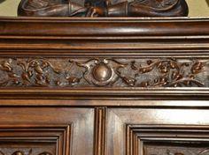 Exceptionnel Buffet Renaissance en Noyer Sculpté