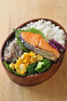 Popular Japanese Bento Lunch, Grilled Salmon on Rice | Shake-Ben シャケ弁