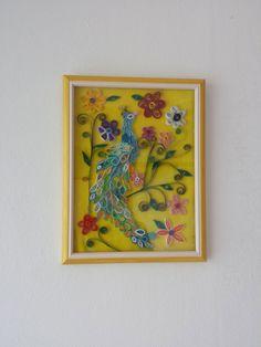 Quadro quilling a rilievo - Pavone con sfondo giallo, by Quilling Shop, 30,00 € su misshobby.com