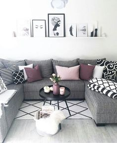 46 Cozy Living Room Ideas and Designs for 2019 When you're selecting your furniture for your cozy living room ideas, size and plushness count. Soft fabrics and lots of comfortable seating providing a warming and relaxing feel. Apartment Decor, Living Room Decor Apartment, Home, Interior, Apartment Living Room, Formal Living Rooms, Living Room Color, Living Room Grey, Purple Living Room
