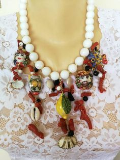 Caltagirone ceramic necklace, white and coral onyx hard stones, Sicilian necklace Coral Turquoise, Red Coral, Coral Jewelry, Horns, Handmade Jewelry, Jewels, Ceramics, Chain, Pendant