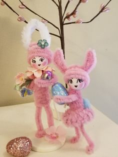 Easter bunnies made using vintage chenille Spring Crafts, Holiday Crafts, Holiday Fun, Pipe Cleaner Crafts, Pipe Cleaners, Chenille Crafts, Clothespin Dolls, Easter Parade, Easter Colors