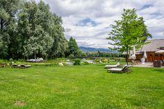 Ein gemütliches Ambiente liefert der Teich beim G'Schlössl Murtal auch während der Hochzeit. Outdoor Furniture Sets, Outdoor Decor, Dolores Park, Inspiration, Travel, Home Decor, Water Pond, Wedding Photography, Rustic
