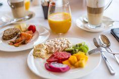 Gekrönt relaxen im Hotel des Trois Couronnes in Vevey - Travelita Meringue, Vevey, Restaurant, Luxury, Table, Merengue, Diner Restaurant, Tables, Restaurants