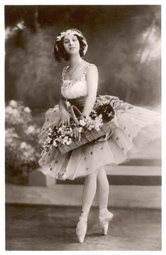 An poster sized print, approx (other products available) - ANNA PAVLOVA Russian ballet dancer holding a basket of flowers during a performance - Image supplied by Mary Evans Prints Online - Poster printed in the USA Anna Pavlova, Vintage Ballerina, Ballerina Art, Vintage Photographs, Vintage Photos, Ballerine Vintage, La Bayadere, Russian Ballet, Ballet Costumes
