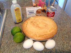 """Pay de queso horneado / Baked Cheesecake. Precalentar horno a 350F. En la licuadora, vaciar 1 lata de leche condensada (lechera), una evaporada (carnation), 3 huevos, el jugo de dos limones, una cucharadita de vainilla y un queso crema de 8oz (Philadelphia). Licuar perfectamente y vaciar sobre la costra de pay preparada (9"""" pie crust). Puede hacerse la costra con un paquete de galletas Maria's trituradas y una barrita de mantequilla. Hornear por 40 min o hasta q salga limpio la punta del…"""