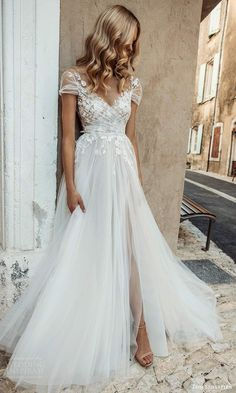 Tulle Wedding Gown, Cute Wedding Dress, Dream Wedding Dresses, Bridal Gowns, Short Girl Wedding Dress, Delicate Wedding Dress, A Line Wedding Dress With Sleeves, Wedding Dressed With Sleeves, Wedding Colors