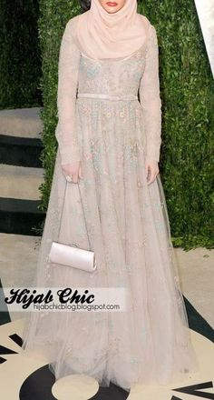 Zooey Deschanel at Vanity Fair Oscar 2013 Party Hijab Chic, Hijab Elegante, Kebaya Dress, Hijab Dress, I Dress, Party Dress, Modest Outfits, Modest Fashion, Hijab Fashion