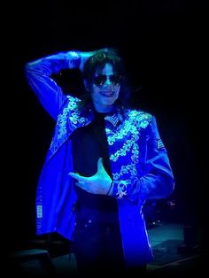 MICHAEL JACKSON 'S THIS IS IT ~ MUSIC DOCUMENTARY  gif ~ (2009)  Kenny Ortega: '...MJ AIR'   Michael: 'I can't do it they way they do.  I love it when the stewardesses do that..i just love it!'   :'(  </3