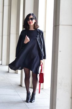 polka dot tights, how to wear all black outfit