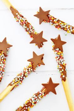 These breadstick wands or fireworkds are brilliant for kids and are a great activity to make for parties or playdates. They've got just 3 ingredients and are fun to make and very easy too. They're also really tasty! #breadsticks #wands #kidsfood #partyfood #craftactivity #chocolate #sprinkles #easy #recipe