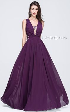 Decked out with some delicate lace, this beautiful dress was made for who want to be elegant. #JJsHouse #Party #Prom