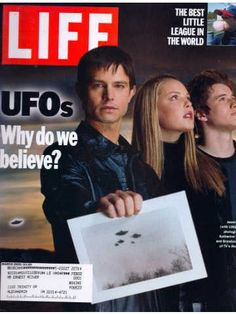 8eff311f4292 Life magazine issues from 2000 including a UFO cover