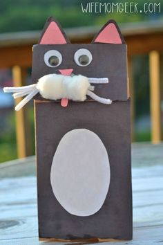 Black Cat Craft - Paper Bag Puppet - Great craft idea for Halloween!