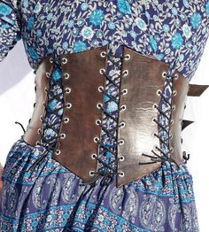 Plus size leather underbust corset - Adjustable in multiple places, will fit from around a size 12/14 up to size 20, maybe 22 if you dont mind not breathing and have someone to help tighten the laces. For reference, model in photos wears womens size 18/20, and a 42 inch mens pants