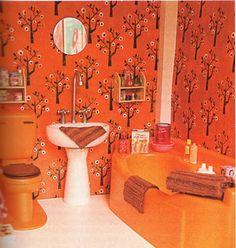 behang in het retro poppenhuisbadkamertje (en nog veel meer mooie plaatjes van een retro poppenhuis)