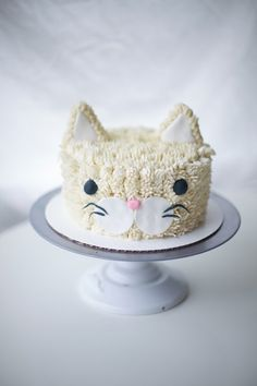 ' Coco Cake Land - Cakes Cupcakes Vancouver BC: A Real Cool Cat: Cat Cake! Pretty Cakes, Cute Cakes, Cake Land, Cake Blog, Fancy Cakes, Cake Tutorial, Cute Food, Creative Cakes, Cake Designs