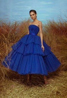 Jan 2020 - The Spring Summer Collection 2020 is here. Memories of endless summers are evoked in the new Mark Bumgarner collection, which celebrates strong colours, clever shapes and elegant textures. Tulle Prom Dress, Strapless Dress Formal, Prom Dresses, Formal Dresses, Elegant Dresses, Pretty Dresses, Blue Dresses, Marine Uniform, Mode Vintage