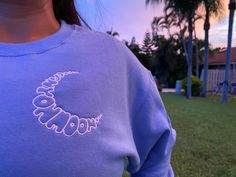 Diy Embroidery Designs, Simple Embroidery, Shirt Embroidery, Harry Styles Sweatshirt, Stylish Hoodies, Cute Shirts, Sweater Hoodie, Diy Clothes, Beautiful Outfits