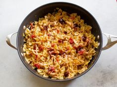 One-Pan Monterey Chicken Pasta is a quick weeknight dinner in under 20 minutes! Chicken, pasta, BBQ sauce, cheese, and bacon make this pasta the ultimate comfort food! Buffalo Chicken Pasta Salad, Chicken Pasta Bake, Chicken Bacon, Chicken Casserole, Baked Chicken, Bbq Bacon, Pasta Recipes, Chicken Recipes, Dinner Recipes