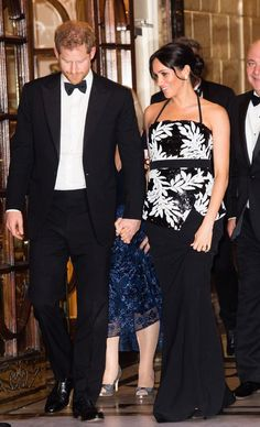 Why Meghan Markle and Prince Harry Are Spending a Major Anniversary Apart The Royal Variety Performance 2018 Estilo Meghan Markle, Meghan Markle Style, Princess Meghan, Prince Harry And Meghan, Princess Diana, Celebrity Dresses, Celebrity Style, Celebrity Couples, Suits Actress