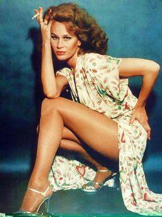Karen Black, Born Karen Blanche Ziegler July 1, 1939 - Aug. 7, 2013 Park Ridge, Illinois, U.S Karen Black, 1970s. Amazing dress, amazing legs!