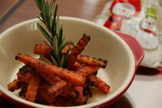 Peel carrot and cut into sticks (similar to McDonald's french fries!!) Combine carrot sticks with olive oil, chopped rosemary, sugar, salt & pepper. Stir until all are evenly coated. Airfry the sticks for around 12 min at 200 degree. Serve hot or at room temperature. < It's an absolutely healthy version of FRIES!! >
