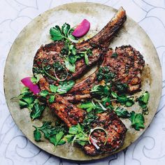 Mint and Cumin-Spiced Lamb Chops Recipe - Bon Appétit---So Delicious Lamb Ribs, Lamb Chops, Pork Chops, Lamb Shanks, Kebabs, Grilling Recipes, Cooking Recipes, Vegetarian Grilling, Gastronomia