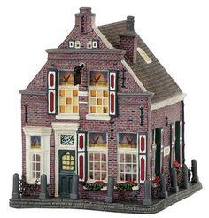 Halloween Village, Fall Halloween, Papel Scrapbook, Seaside Village, Ceramic Houses, Christmas Villages, Winter Cards, Fun Projects, Villas